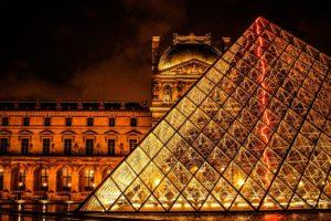 Píramide museo el Louvre